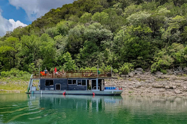 Houseboat-Yacht with Kayaks /Peloton Nestled In A Lake Travis Cove next to Zipline